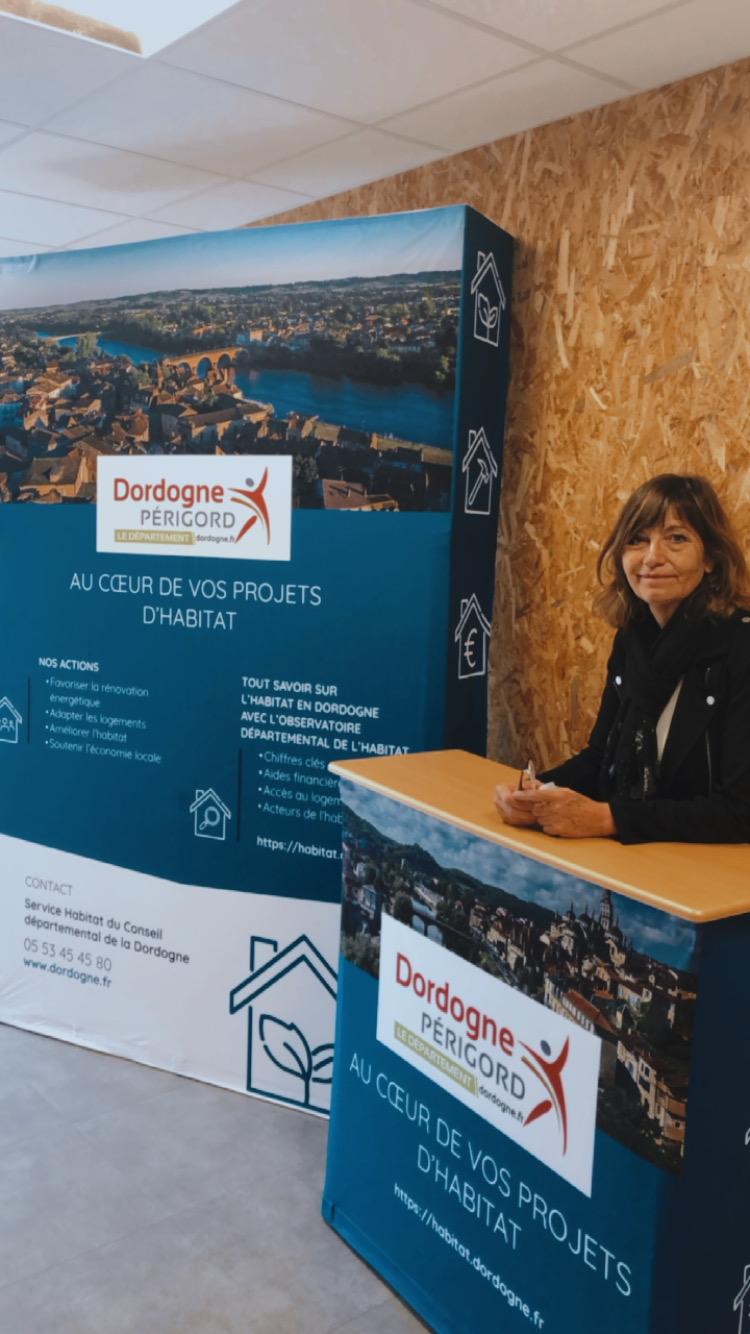 Stand parapluie et affiche conseil départemental Dordogne Service habitat - Adékoi communication