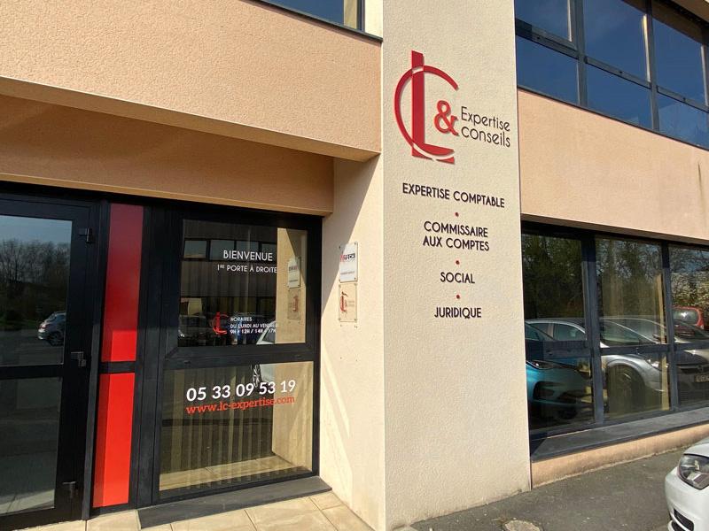 Façade - Habillage intérieur extérieur LC expertise Périgueux - Adékoi communication
