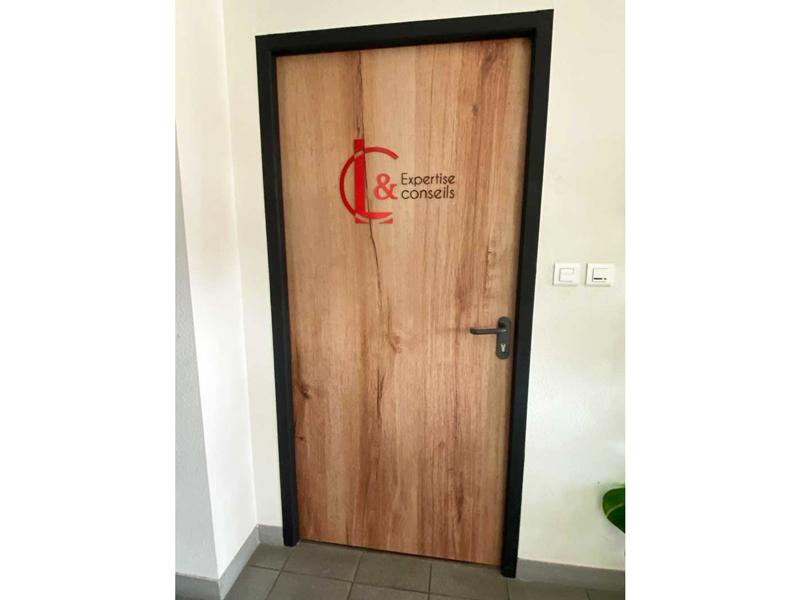 Porte d'entrée - Habillage intérieur extérieur LC expertise Périgueux - Adékoi communication